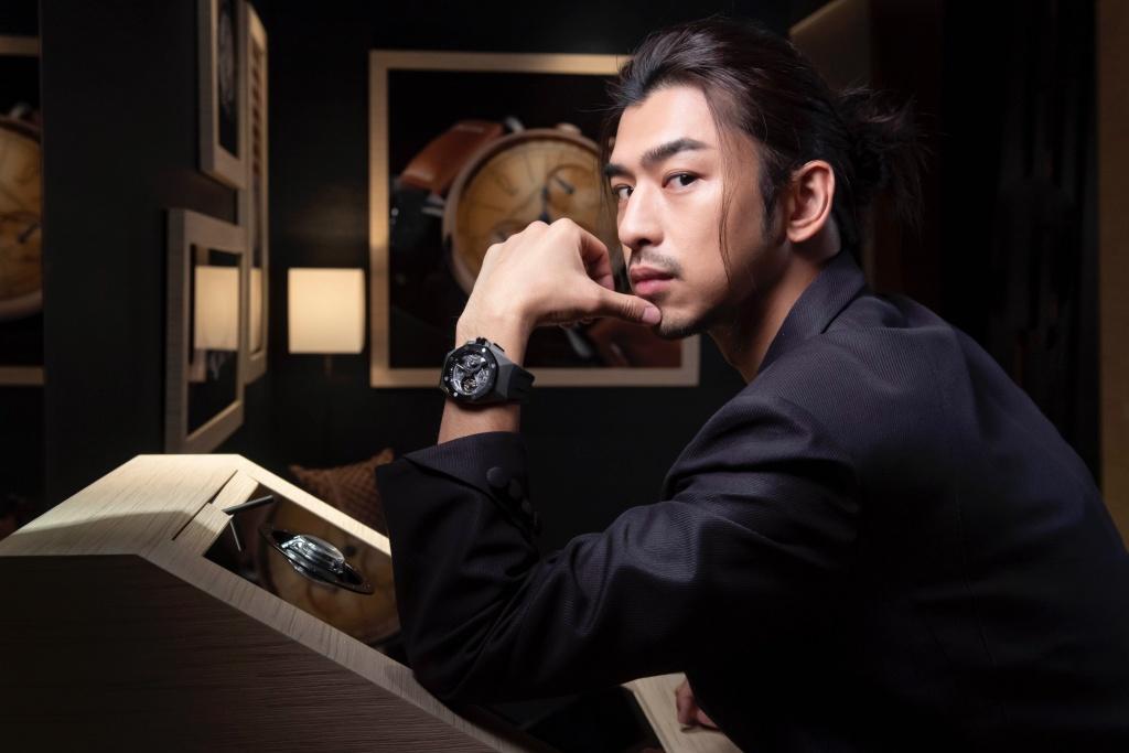 陳柏霖配戴愛彼皇家橡樹概念系列飛行陀飛輪雙時區腕錶