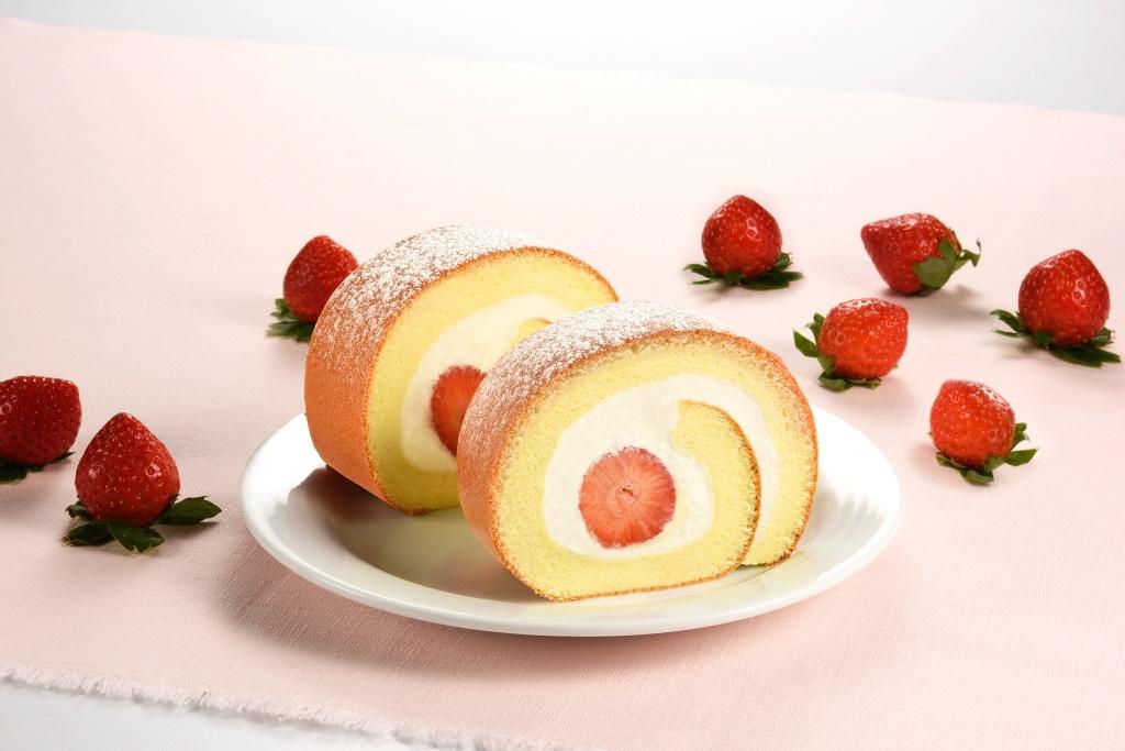 鮮採草莓生乳捲
