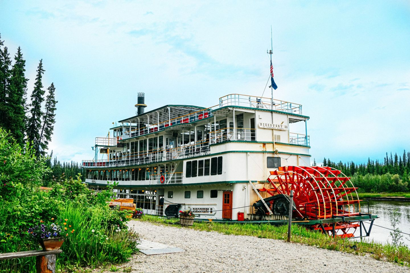 Jump on a Riverboat Cruise to learn more about Fairbanks history.