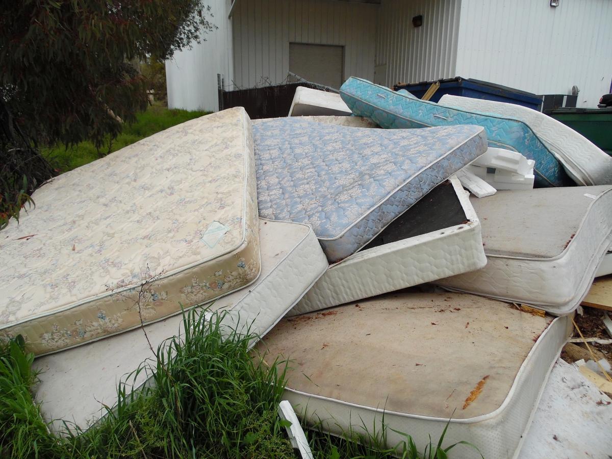 mattress removal cheyenne www.cheyennehauling.com