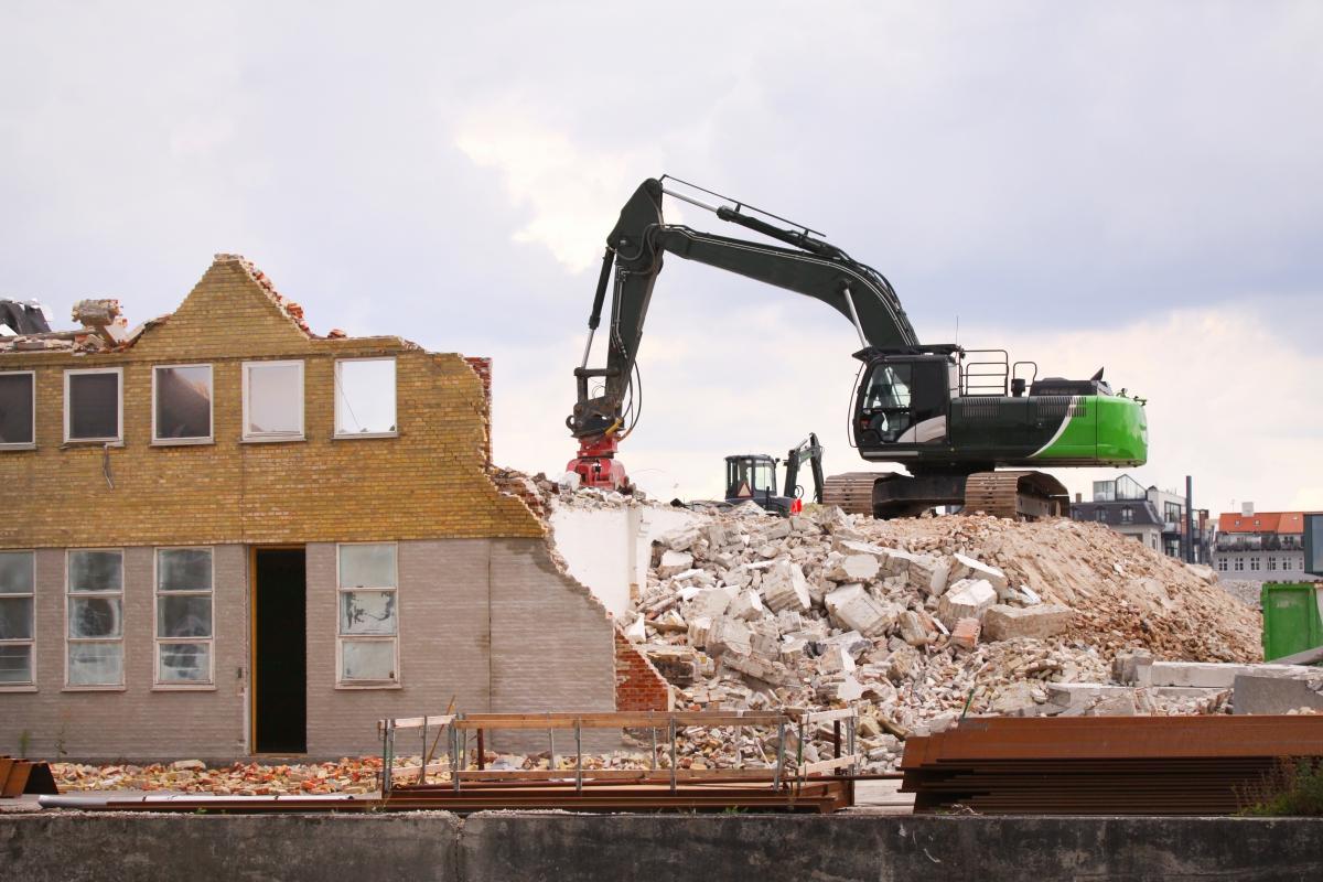 tips to choose a cheyenne demolition company www.cheyennehauling.com