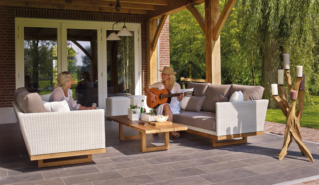 4 outdoor living space tips www.cheyennehauling.com