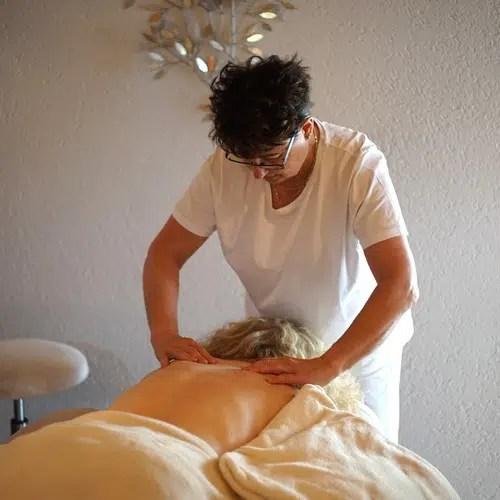Séance de massage par Astrid, ChezAstrid.ch - Espace Santé à Marin