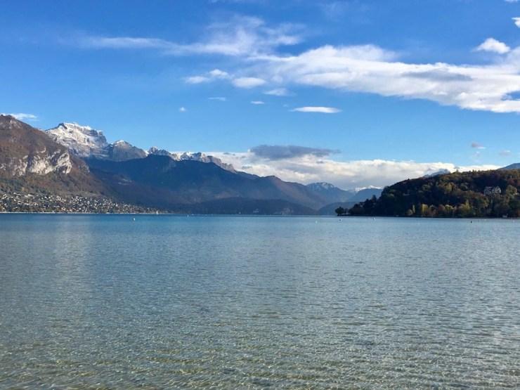 lac d'annecy eau cristalline