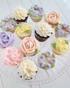 カップケーキデコレーション,バタークリーム, お花絞り