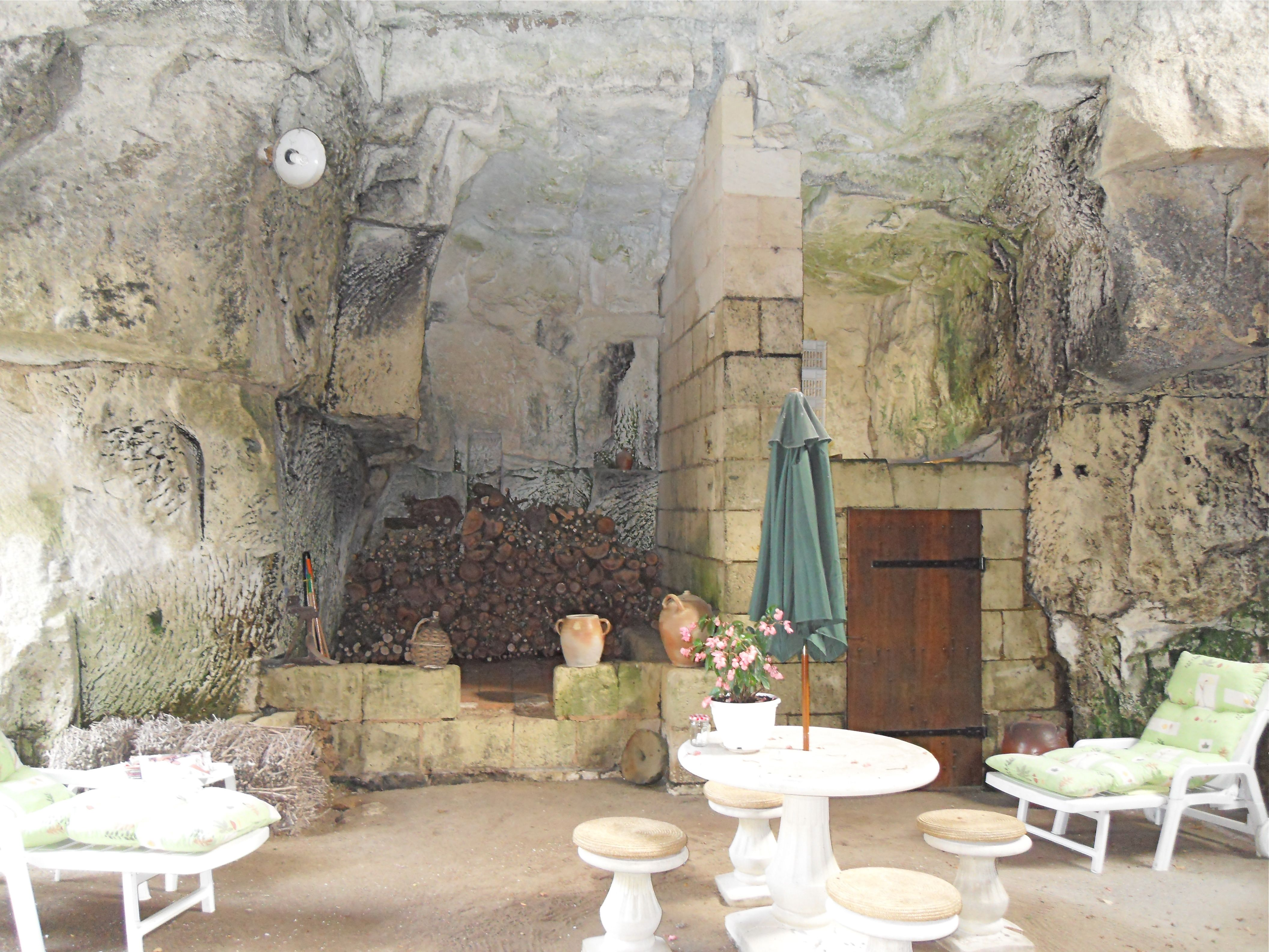 a grotto patio by the Loire