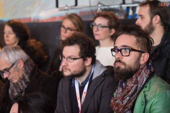 Conflit de générations dans le milieu du spectacle : un enjeu crucial pour les cadres dirigeants