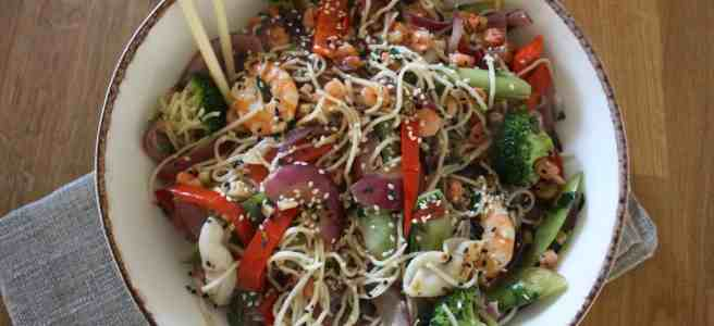 Prawn & Squid Noodle Bowl. Healthy and quick combination of prawns with squid combined with noodles, vegetables, chillies, coriander and sesame.