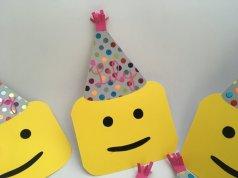 invitation anniversaire tete de Lego (1)