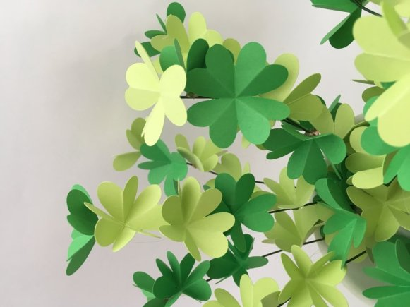 plante verte en papier trèfle