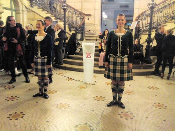 Écosse à Montmartre danseuses
