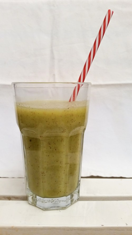 Smoothie kiwi banane orange mangue