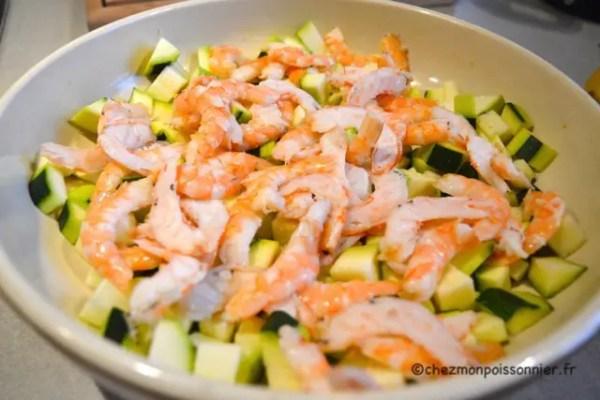 Slade mélangée de crevettes et courgettes