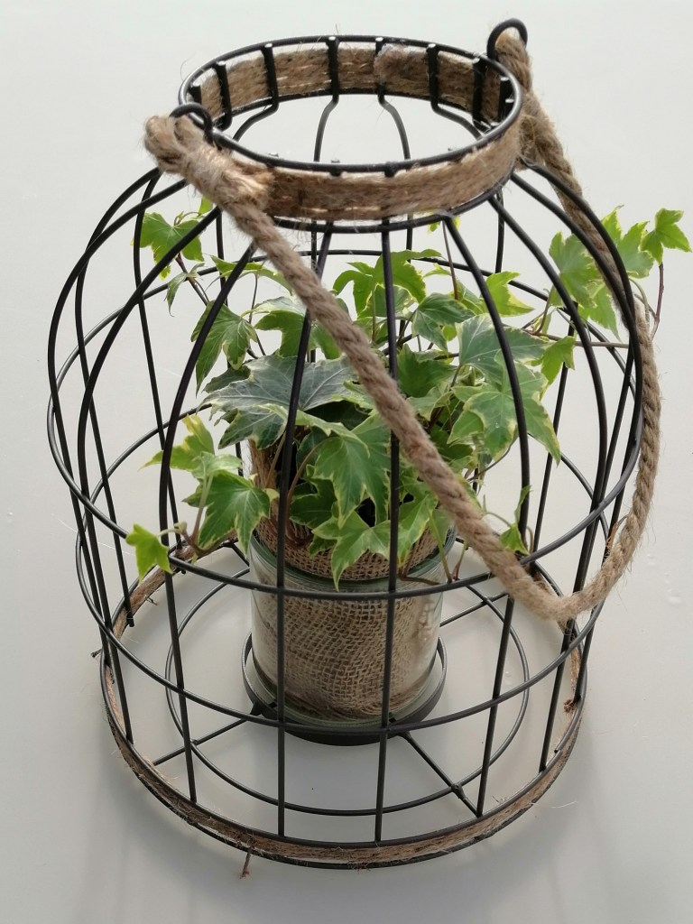 Cage métal Lanterne photphore composition florale pour mariage déco chic et authentique