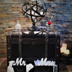 Malle coffre noir bois et cuir Location décoration vintage Tours 37 indre et loire