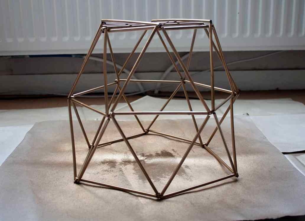 ossature de labat jour en pailles - Fabriquer un lustre géométrique avec des pailles