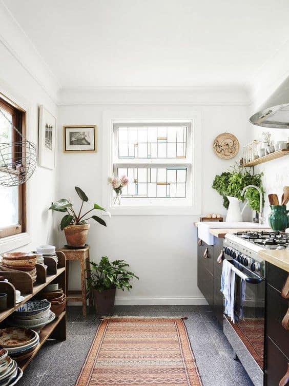 une cuisine boheme avec assiettes traditionnelles - Un intérieur bohème pour une impression de voyage