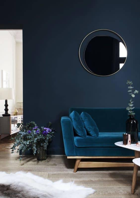 Salon bleu fonce couleurs phares de lete