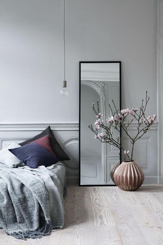 un miroir dans une petite chambre - 6 règles à suivre pour réussir la déco d'une petite chambre
