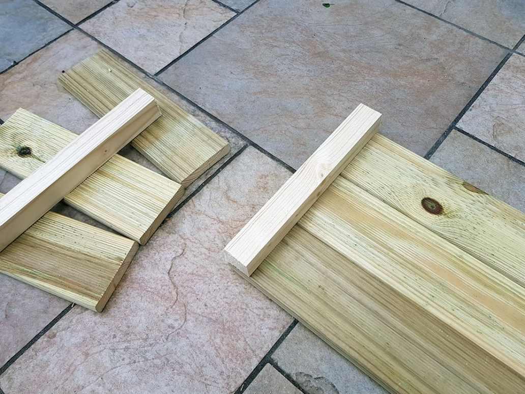 planche bois et tasseaux jardiniere construction - DIY : fabriquer une jardinière en bois pour le jardin