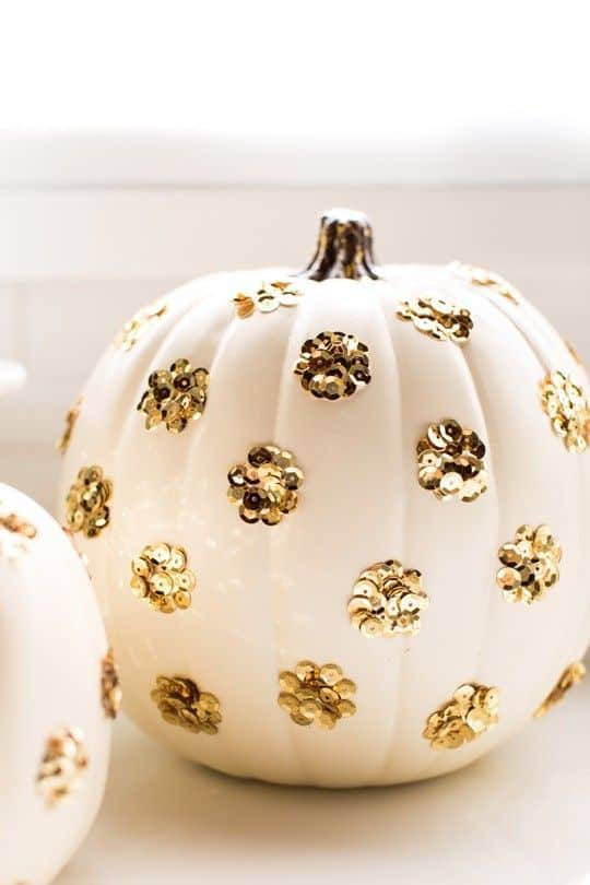 citrouille à pois pour halloween - 15 DIY originaux pour décorer la citrouille d'Halloween