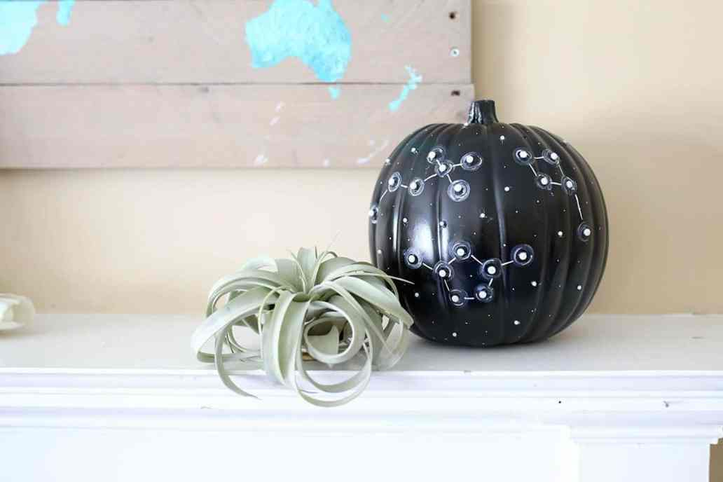 diy decorer citrouille halloween constellation