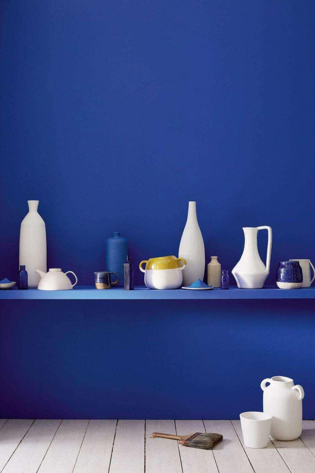 bleu indigo decoration dinspiration grecque  1365x2048 - Réussir une décoration d'inspiration grecque