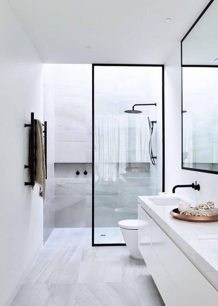 une douche à litalienne avec paroi de douche vitree  - La recette pour une douche à l'italienne réussie