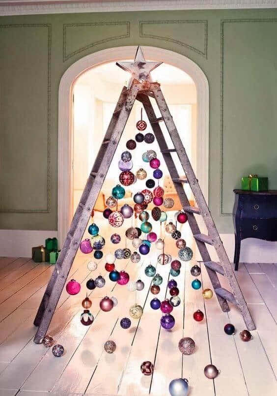 construire le sapin avec une échelle  - 10 idées pour fabriquer le sapin de Noël