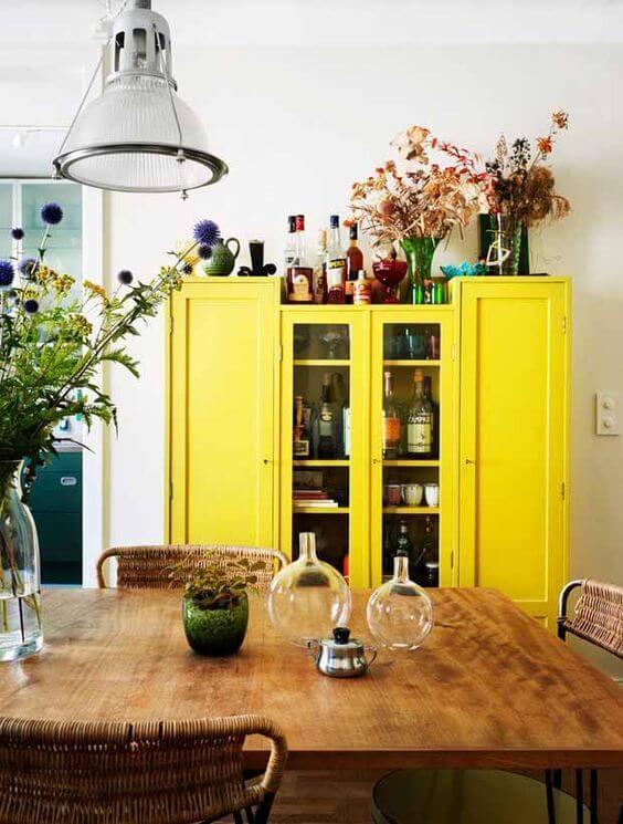 cuisine avec meuble jaune deoc tropicale - La déco du Brésil : un style tropical mêlé à une ambiance bohème