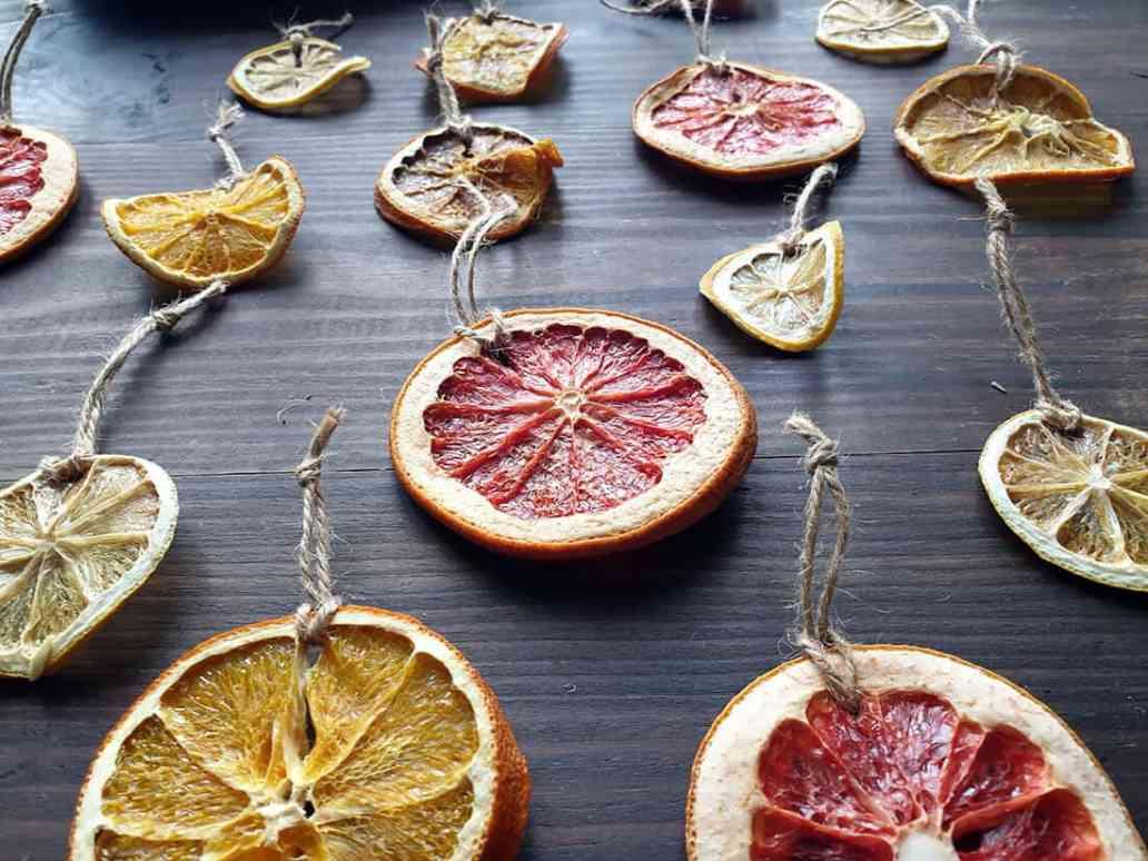Décoration sapin orange séchées - Comment adopter la guirlande de Noël zéro déchet ?