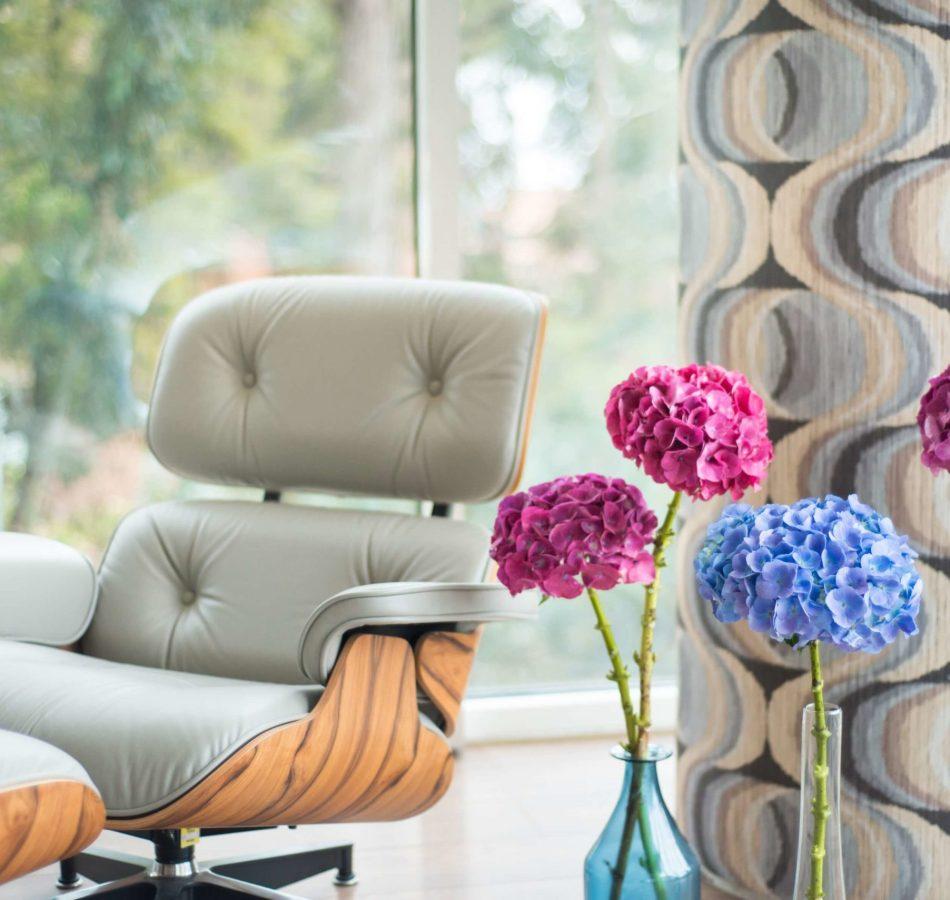 Décorer les murs du salon pour mettre en valeur sa décoration