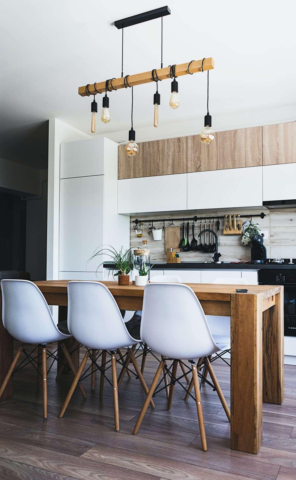 ionut vlad idXQEOxhmvU unsplash 2 1265x2048 - Créer une cuisine lumineuse et agréable, c'est possible !
