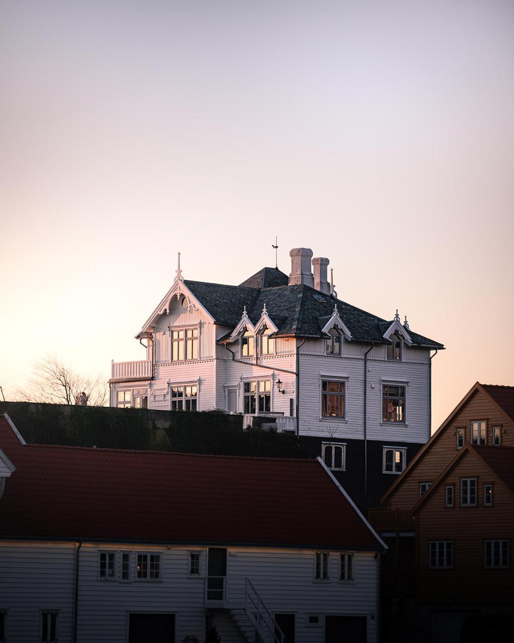 lachlan gowen nSOlOcqTBEw unsplash 2 - La rénovation de la toiture avant la vente immobilière