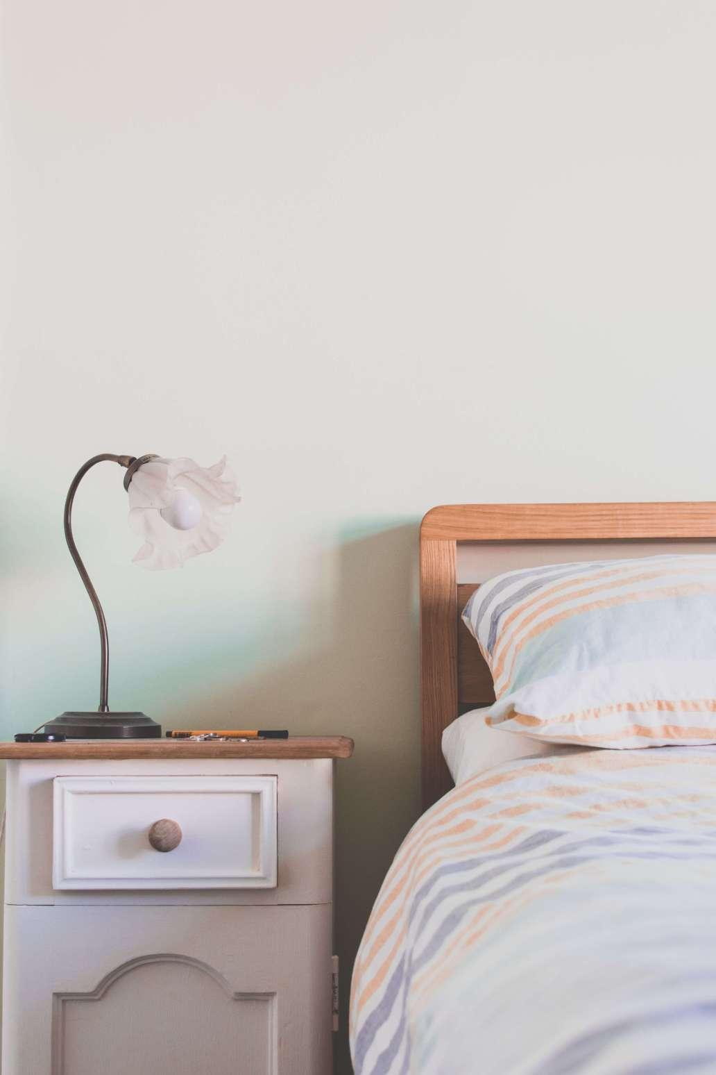 calum lewis h0j H2jyFj4 unsplash 2 1365x2048 - Comment meubler vos chambres d'hôtes ?