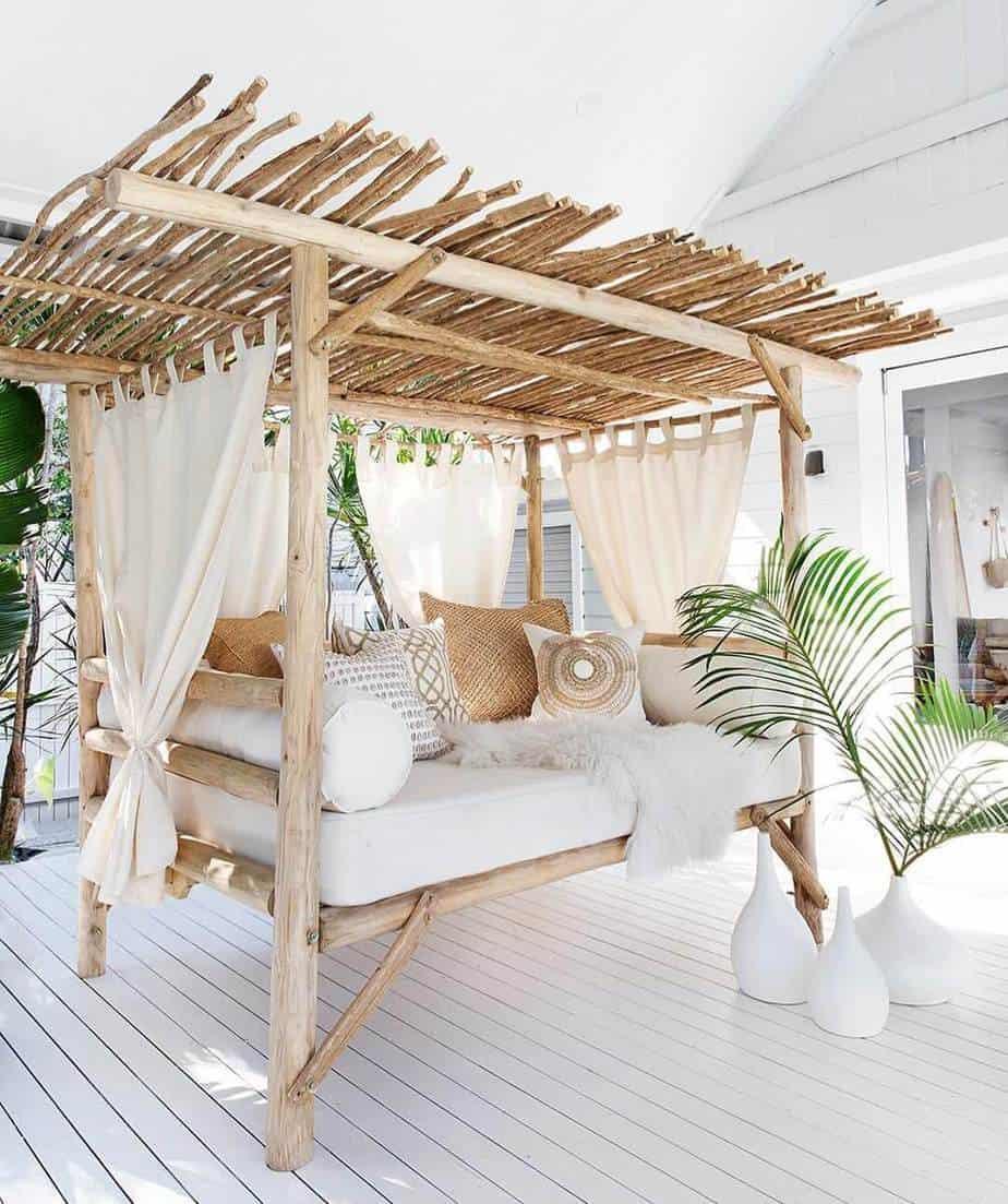 une terrasse au look ethnique avec un canapé - Une déco ethnique dans toute la maison