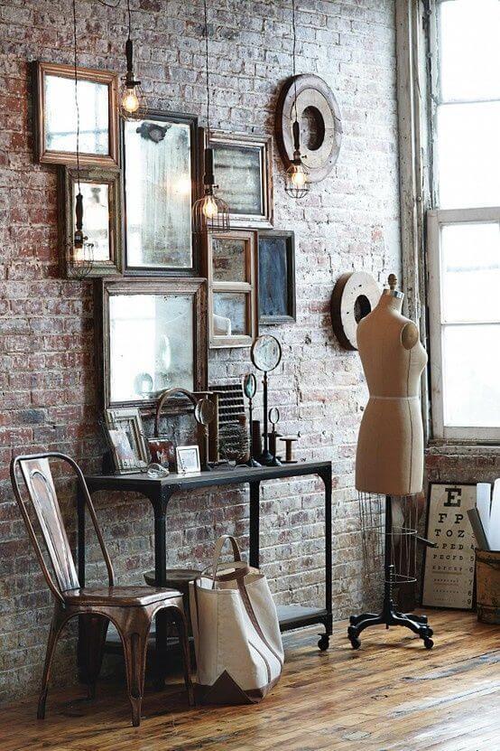Un intérieur industriel avec une décoration murale composée de miroirs vintage 2 - Retaper un miroir chiné, les étapes à respecter