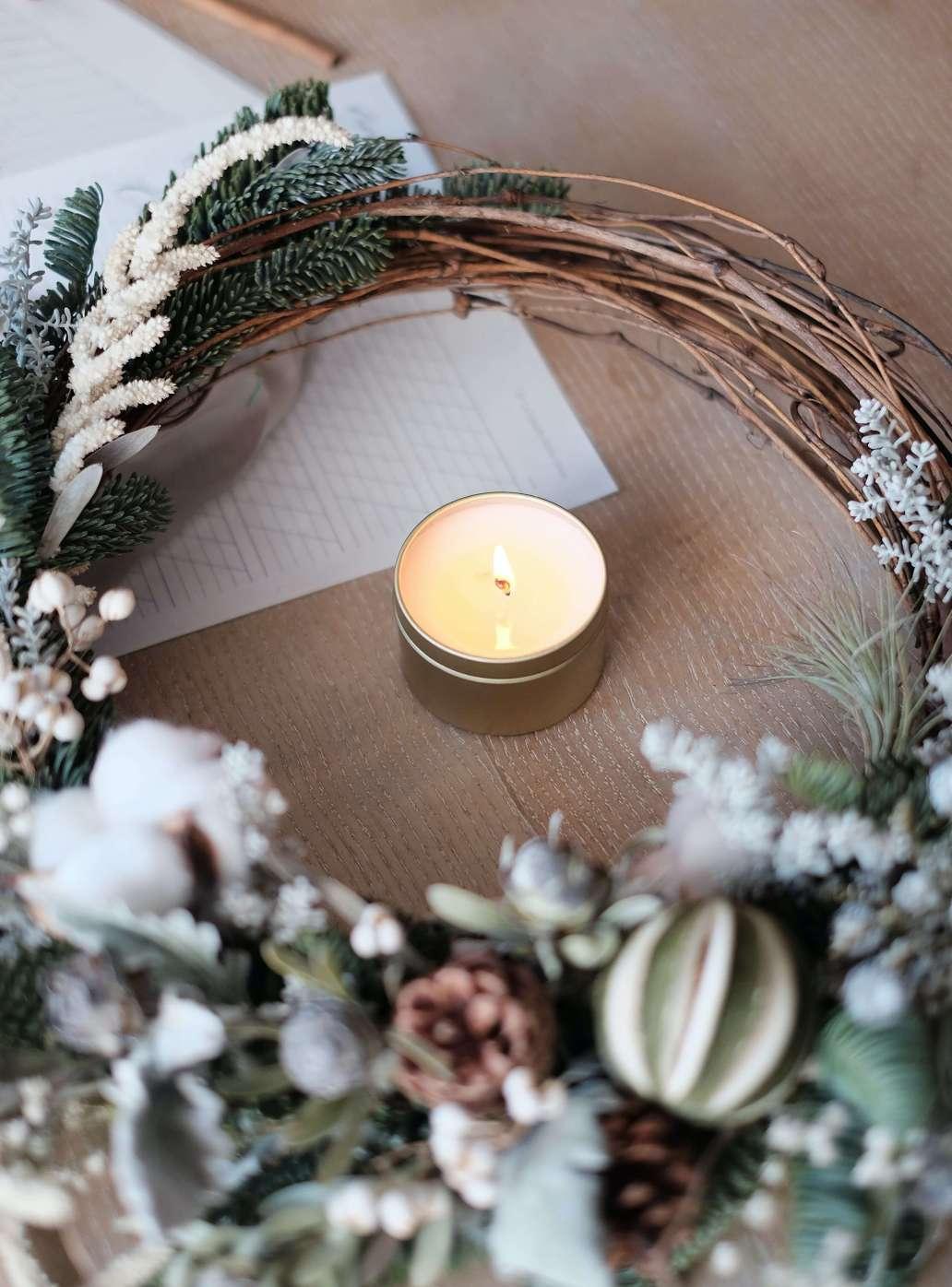 daylight letters iJh0VTPIbmc unsplash 2 1514x2048 - Pourquoi choisir des bougies naturelles pour décorer la maison ?