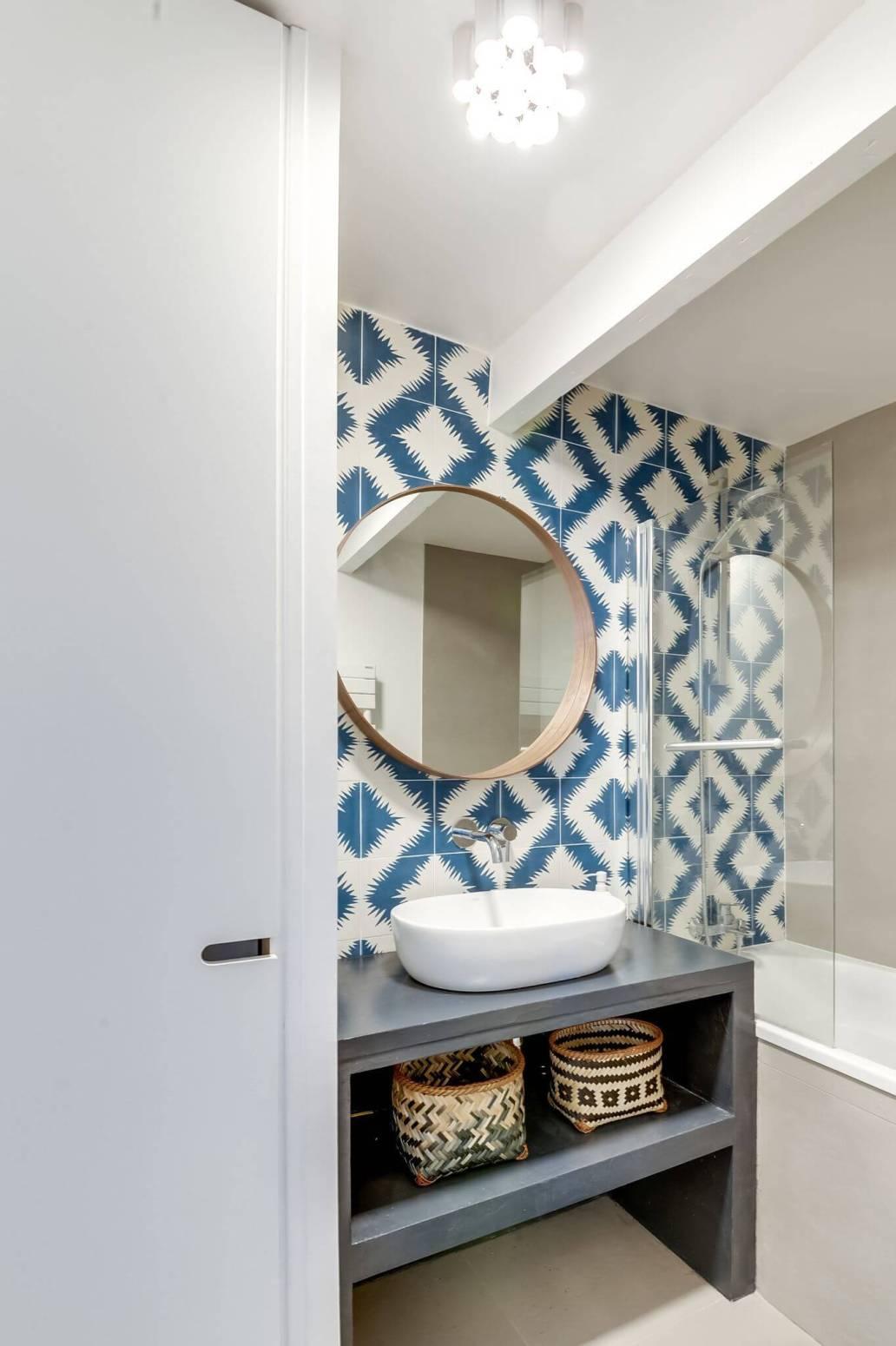 petite salle de bains ambiance ethnique 5746293 2 - Salle de bains ancienne : 8 astuces pour la rénover !