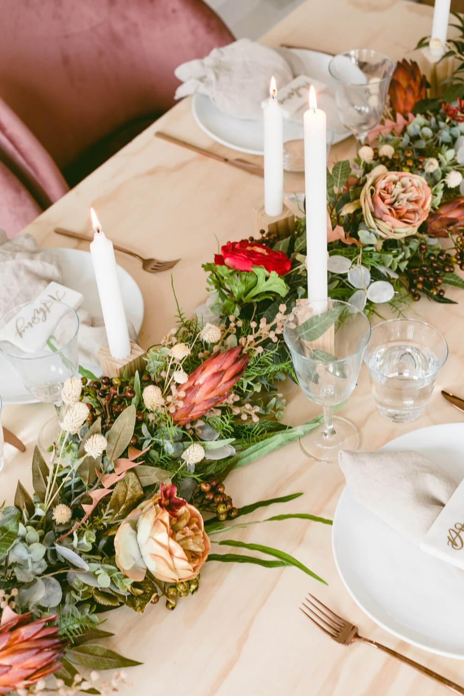 centre de table fleurs sechees - Laisser les fleurs séchées envahir la décoration