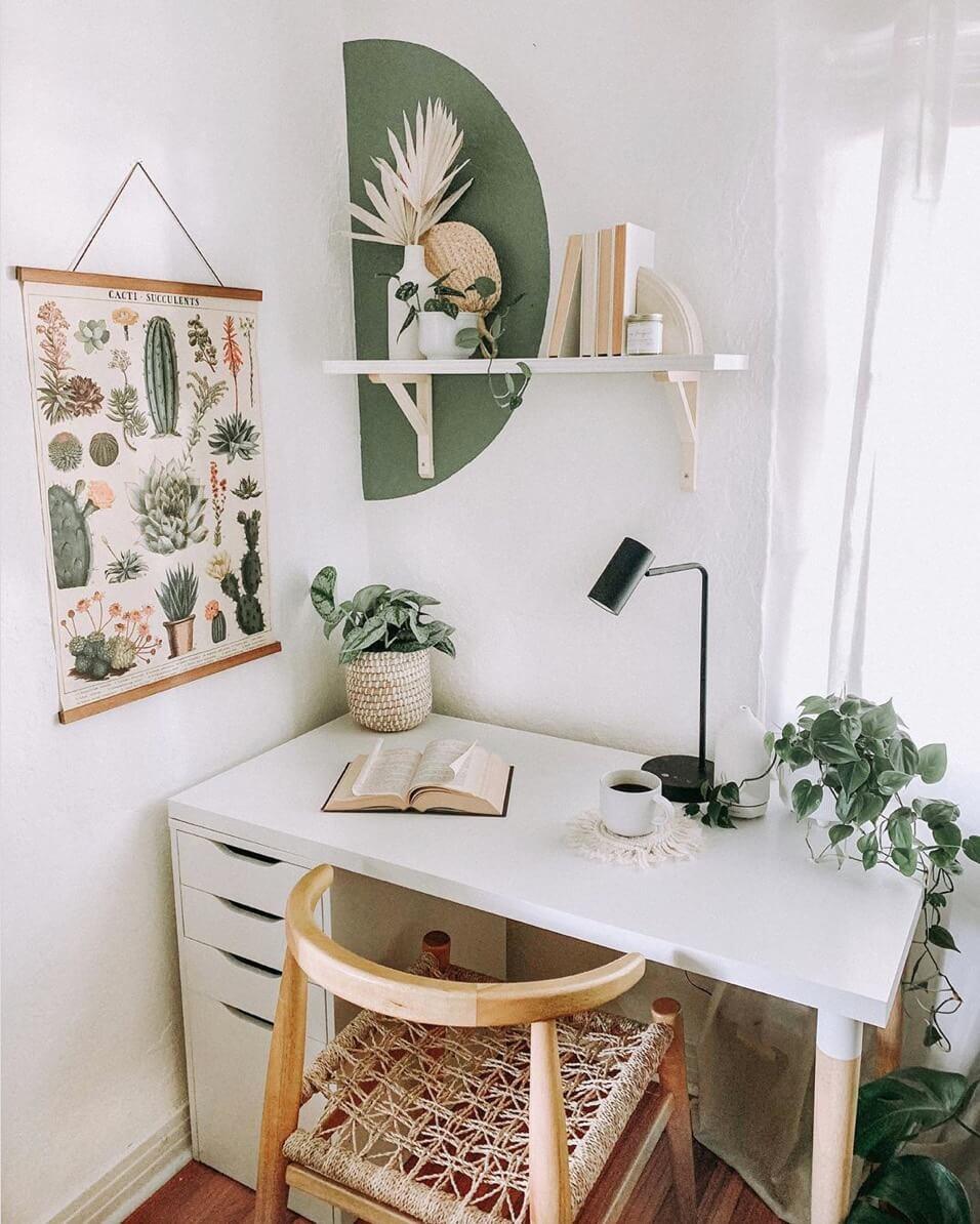 bureau cozy avec deco verte et blanche - Comment aménager un coin bureau efficace à la maison?
