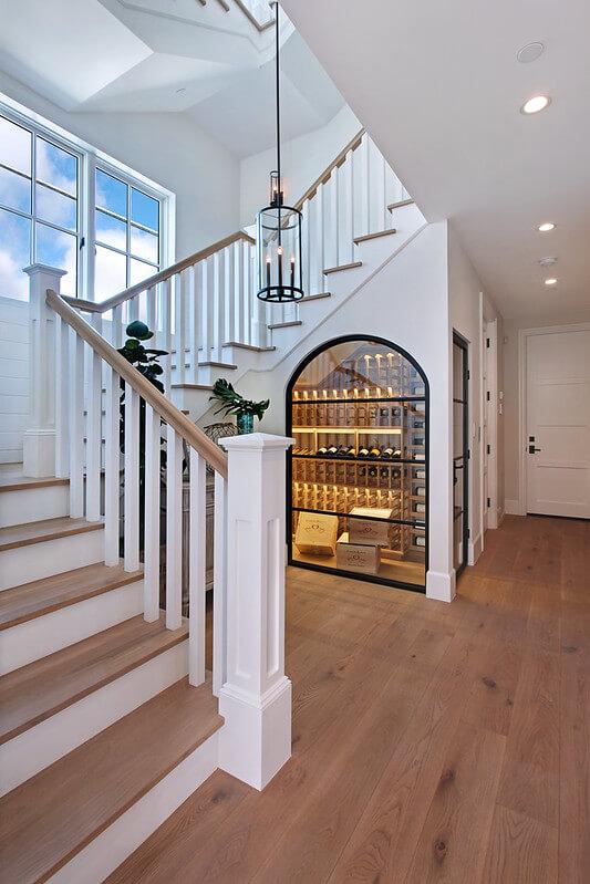 15661397561 6475b5f8a5 c - Comment décorer et aménager le dessous d'un escalier ?
