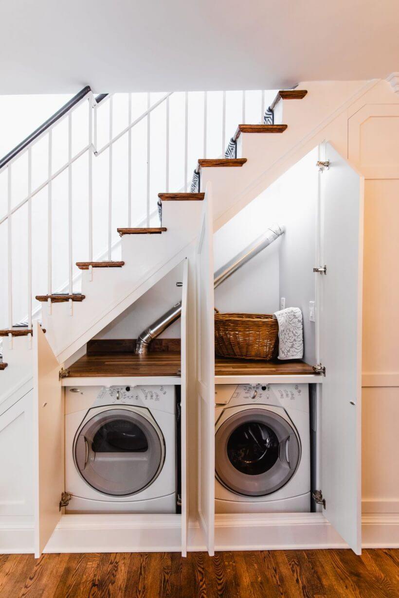 laundry under stairs 820x1230 1 - Comment décorer et aménager le dessous d'un escalier ?
