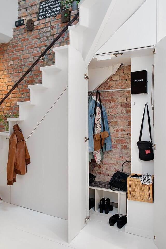 une penderie installee sous lescalier 6103983 - Comment décorer et aménager le dessous d'un escalier ?