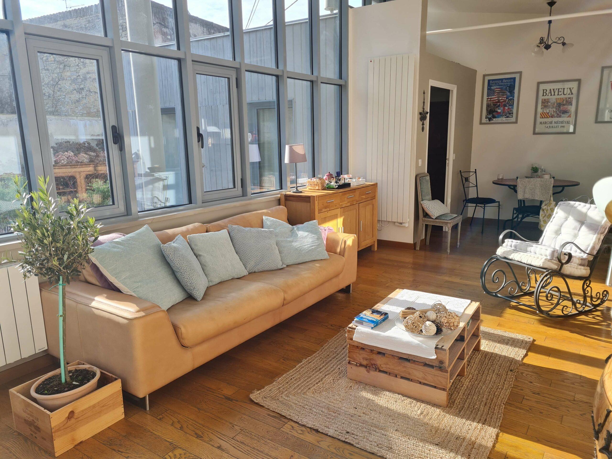 20210213 143240 1 scaled - Airbnb Tour : visite privée d'une tiny house à Bayeux