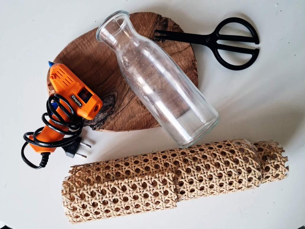 20210311 174541 1 - DIY rapide : personnaliser une bouteille avec du cannage