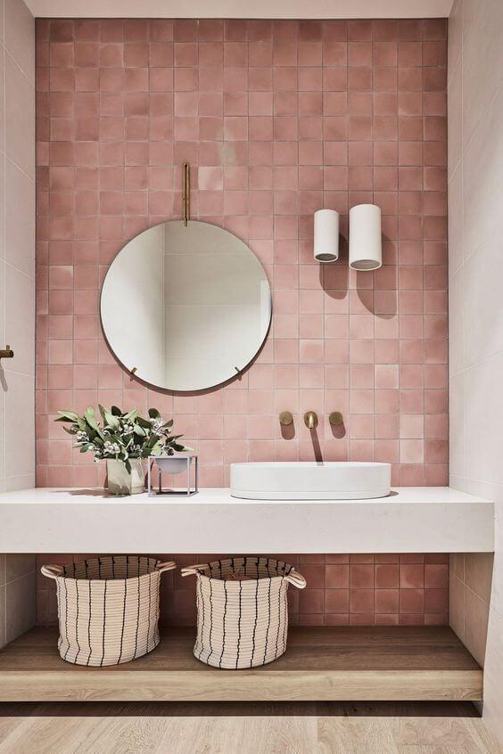 salle de bain avec mur carrelage rose - Mes conseils pour trouver son style de décoration