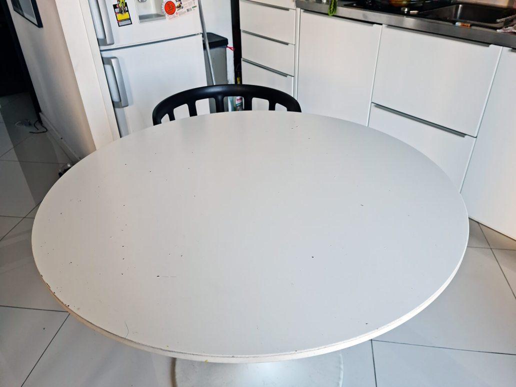 20210330 160034 - IKEA HACK : personnaliser une table DOCKSTA avec un sticker