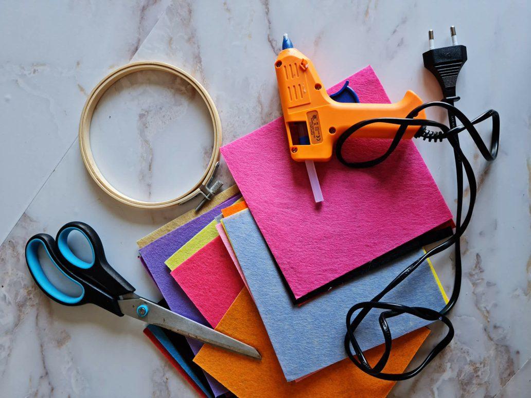 20210402 130240 e1618769688194 - Fabriquer une petite décoration en feutre pour orner les murs de couleurs
