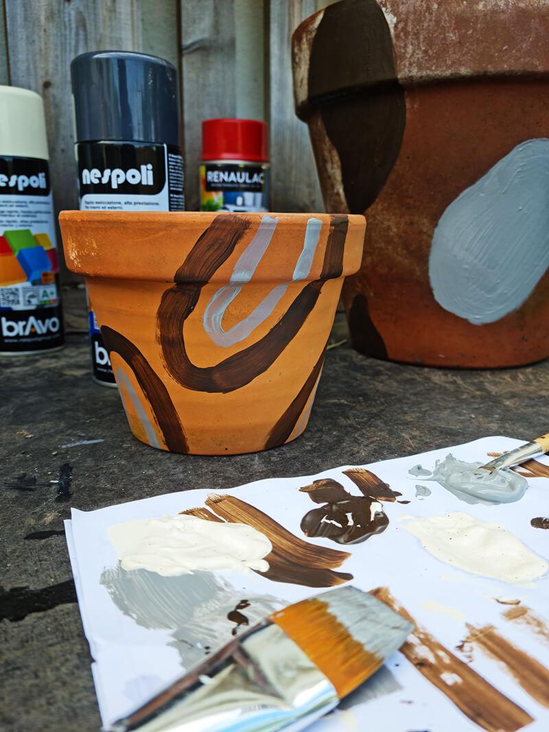 20210528 122417 - DIY jardin : comment personnaliser des pots en terre cuite